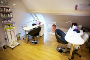 Beauty Be Mine Nail Desks - Photo